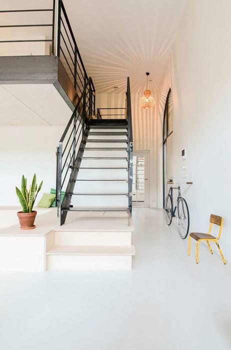 木質感的方式呈現階梯