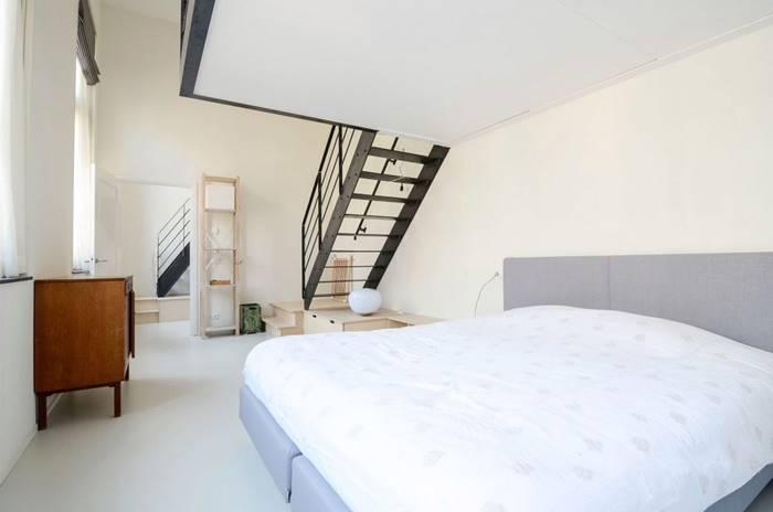 開放式臥室因此與客廳自然的隔開(2)